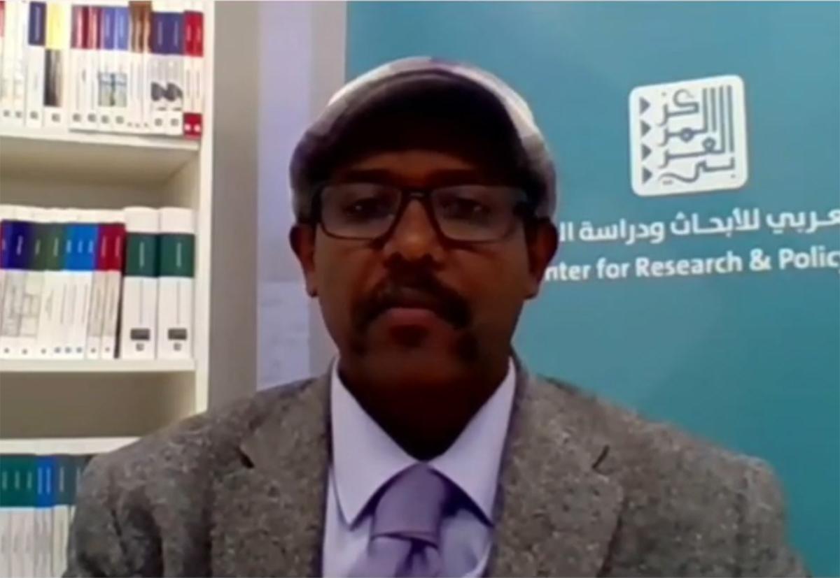 أشرف عبد الحي مترئسا الجلسة السابعة