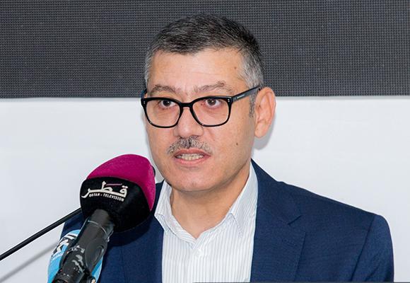 مروان قبلان خلال التقديم للمحاضرة الافتتاحية