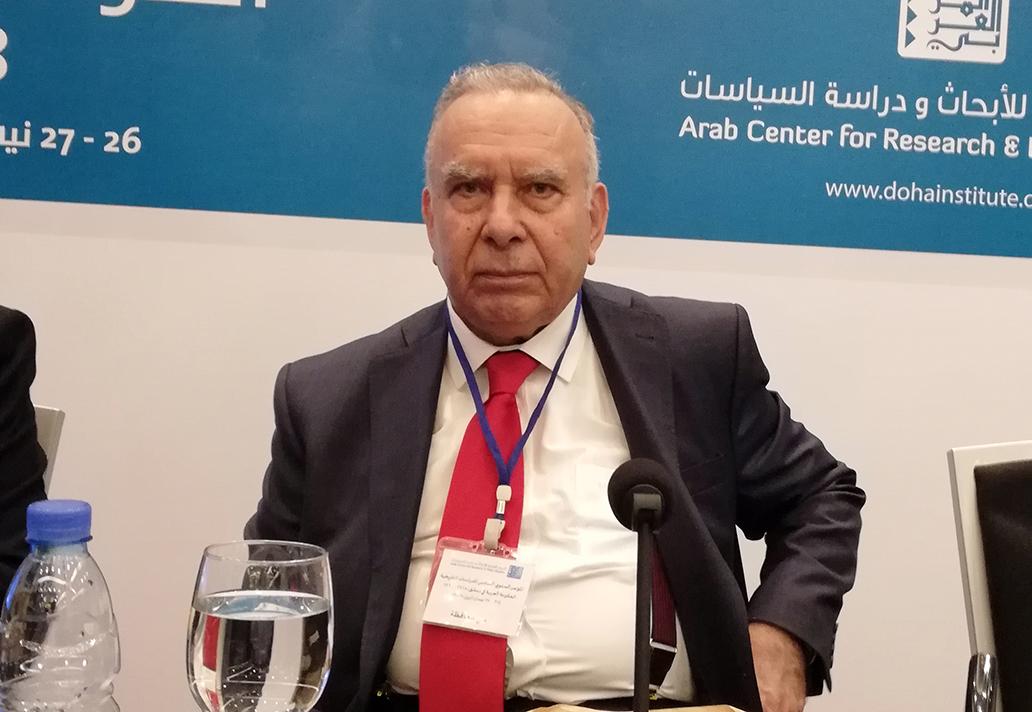 علي محافظة ملقيًا المحاضرة الافتتاحية