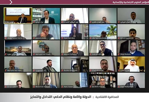 جانب من المشاركين في المؤتمر عبر تطبيق زووم خلال المحاضرة الافتتاحية